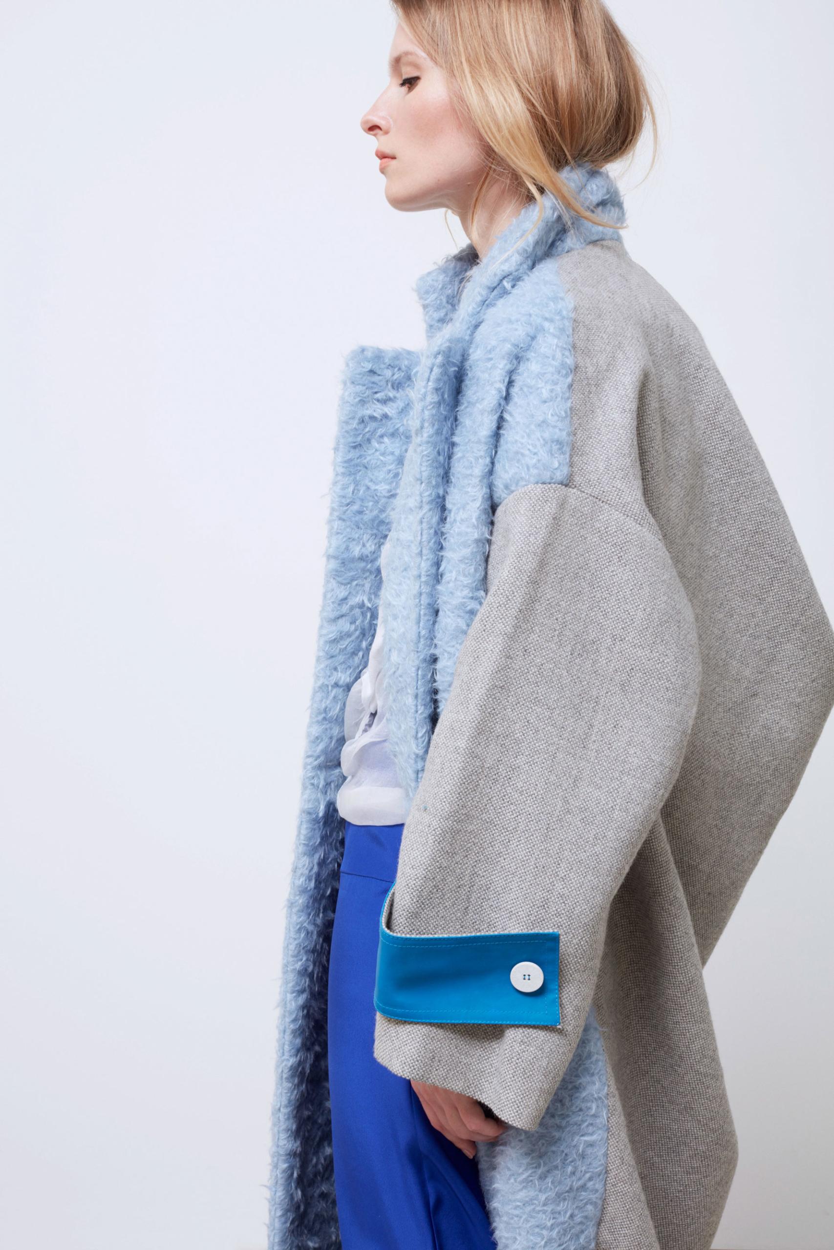 Bav-Tailor-cappotto-azzurro-lato