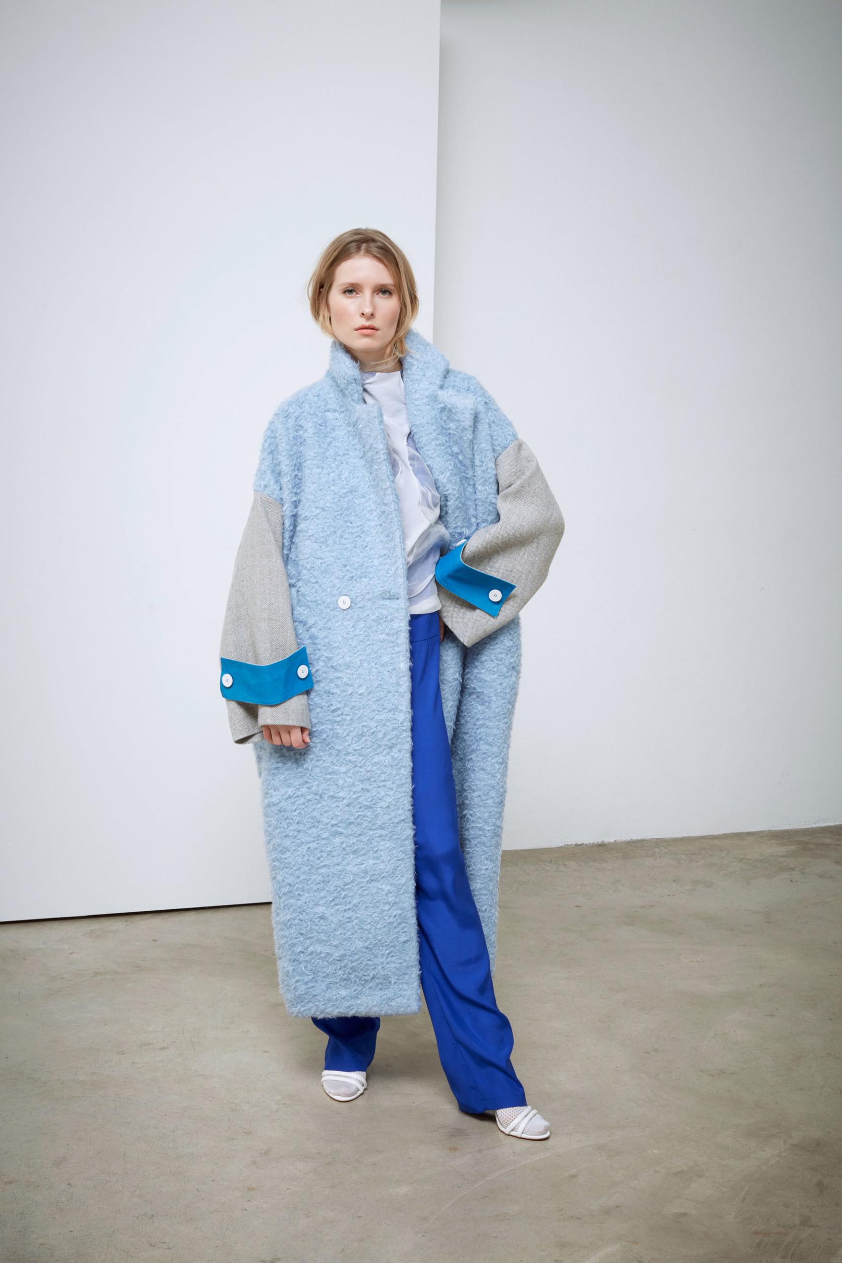 Bav-Tailor-cappotto-azzurro-fronte