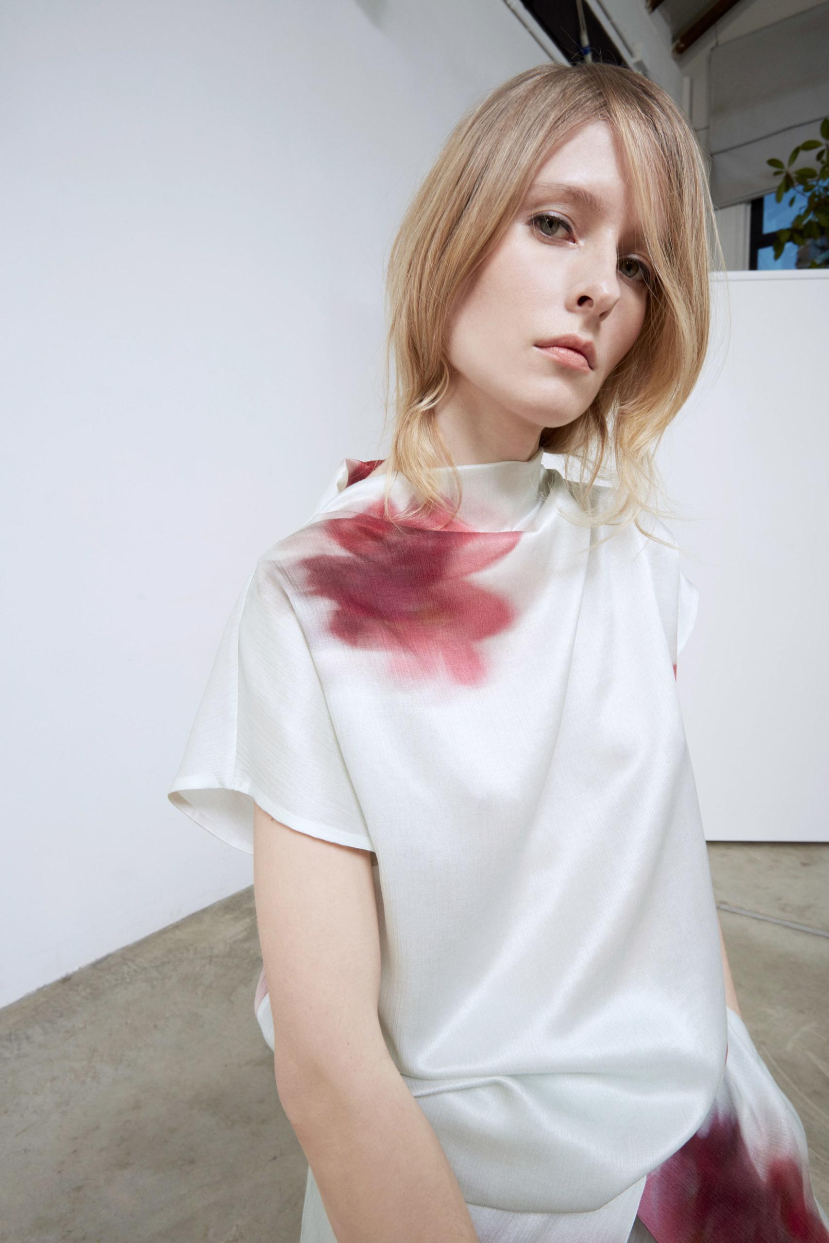Bav-Tailor-camici-bianca-fiori-rossi
