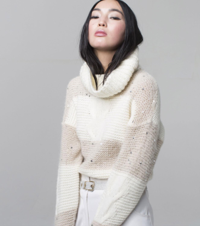 Brand-Unique-maglione-bianco-collo-alto